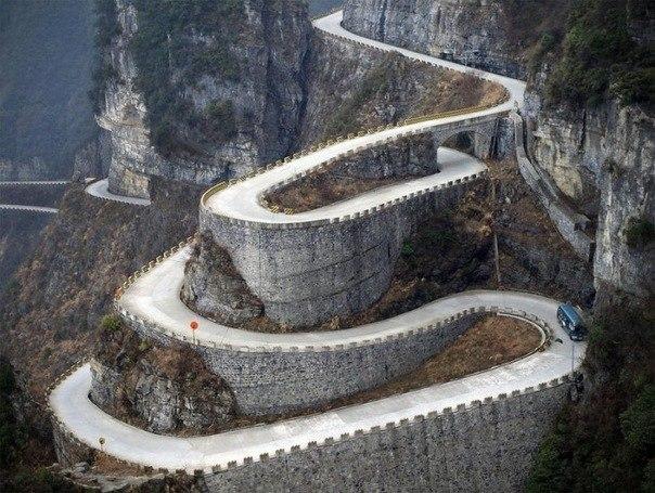 Tianmen Mountain. Китайская горная дорога