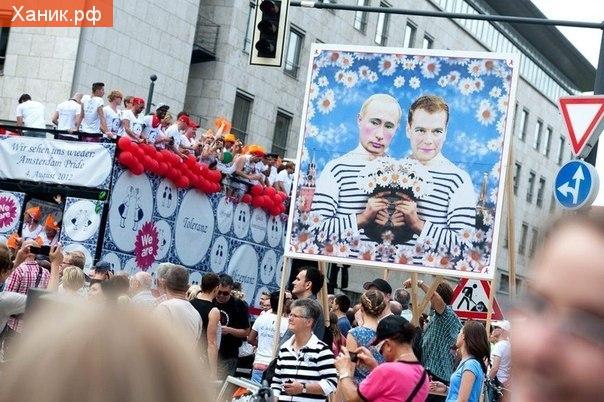 Гей парад в Берлине. Немцы жгут..