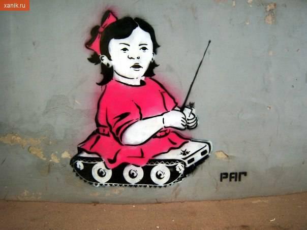Оригинальные графити. Девочка-танк